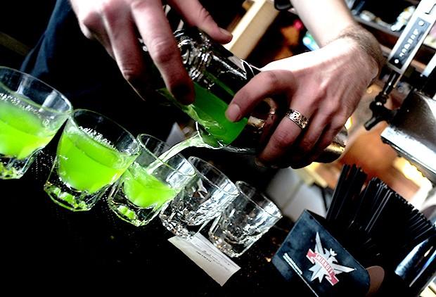 Group seeks restrictions on bar binge drinking