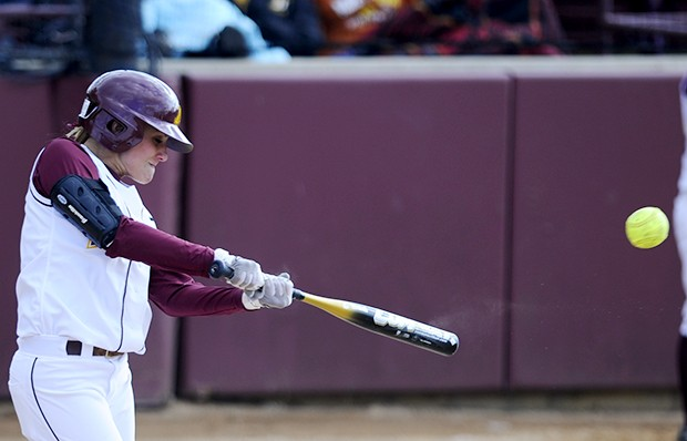 Gophers rally for game two win over Northwestern