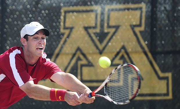 Gophers men sweep final home matches