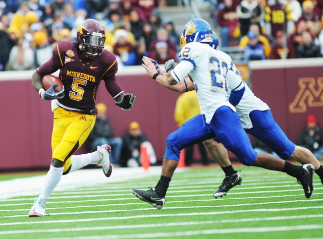 Gophers struggle as Iowa keeps Pig