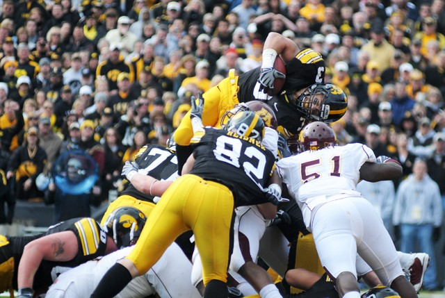 Hawkeyes shut out Minn., keep Pig