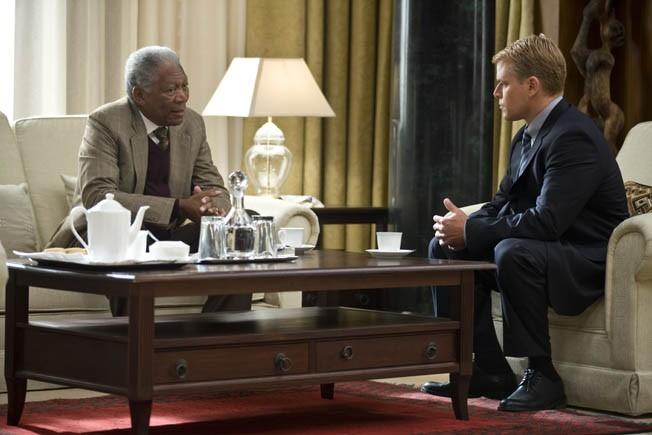 UMD-05493MORGAN FREEMAN as Nelson Mandela and MATT DAMON as Francois Pienaar in Warner Bros. Pictures