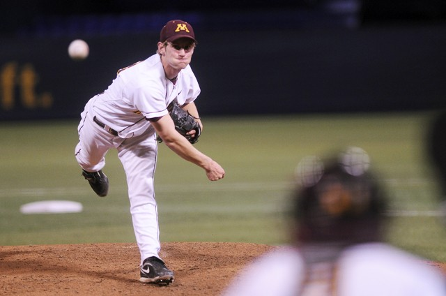 Gophers cruise past Pipers