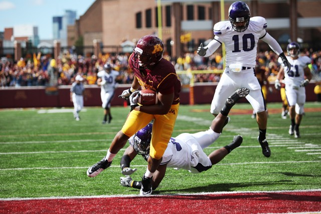 Wide Receiver Eric Lair scores a touchdown on a 25 yard catch in the gophers 29-28 loss against Northwestern on Saturday.