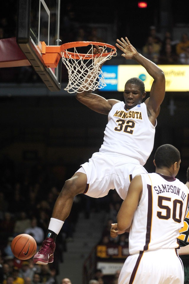 Sampson scores career-high 22 to lead Gophers past WKU