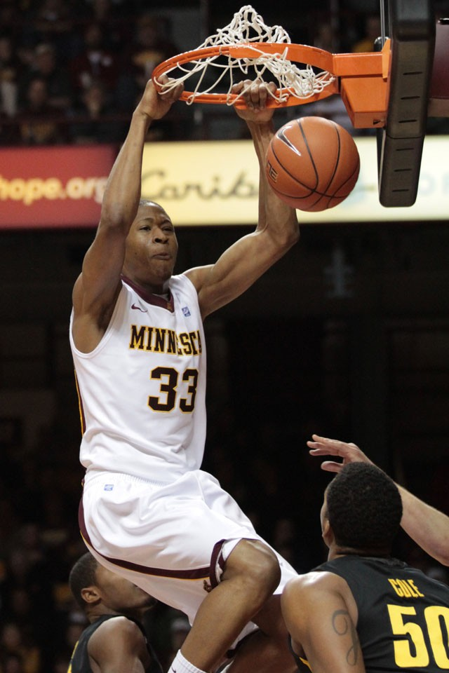 Gophers avoid letdown to beat Iowa