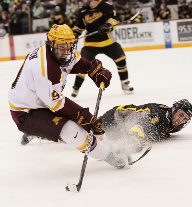 Gophers sweep physical Michigan Tech