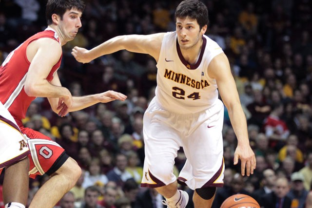 Gophers lose fourth straight; Smith questions work ethic