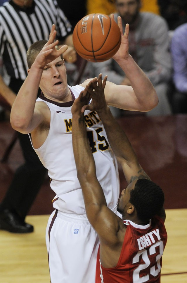 Reports: Junior Colton Iverson granted release from Gophers