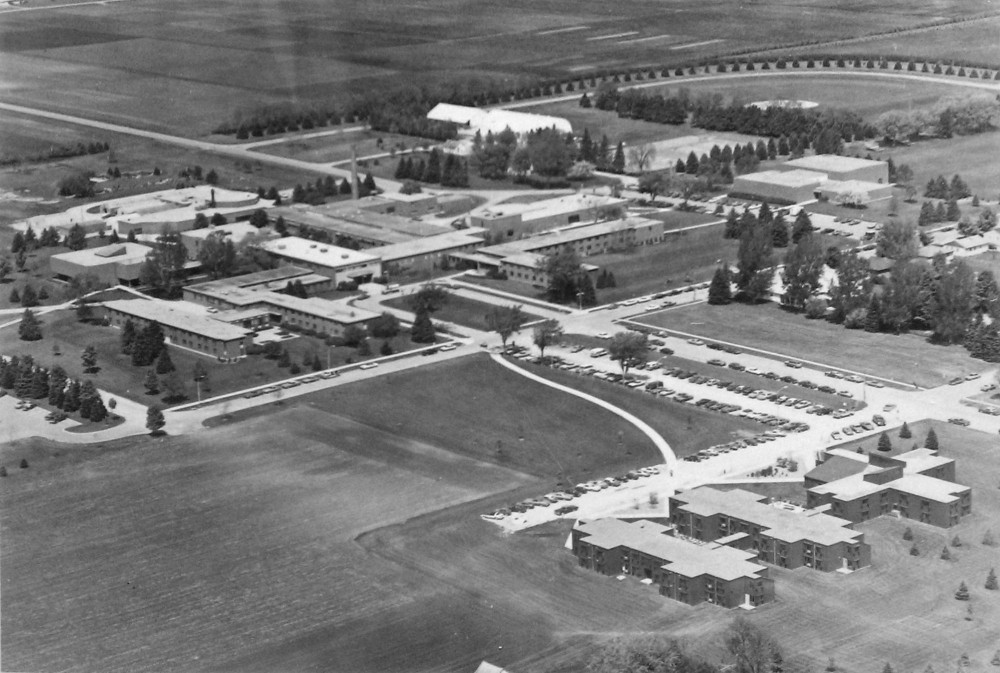 The Waseca campus' student population peaked at over 1,100 in 1985.