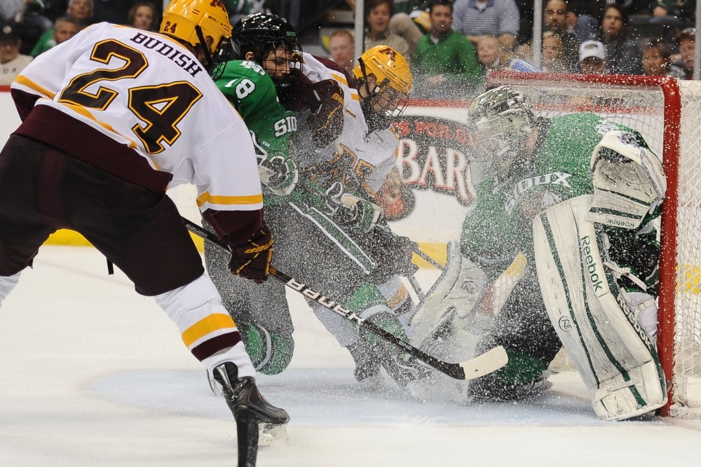 Minnesota collapses in third, loses to UND