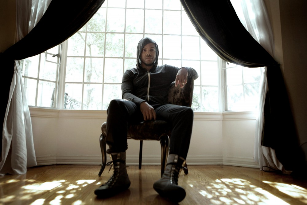 R&B singer Van Hunt will perform at the Fine Line Music Cafe this Sunday. He released his third album,