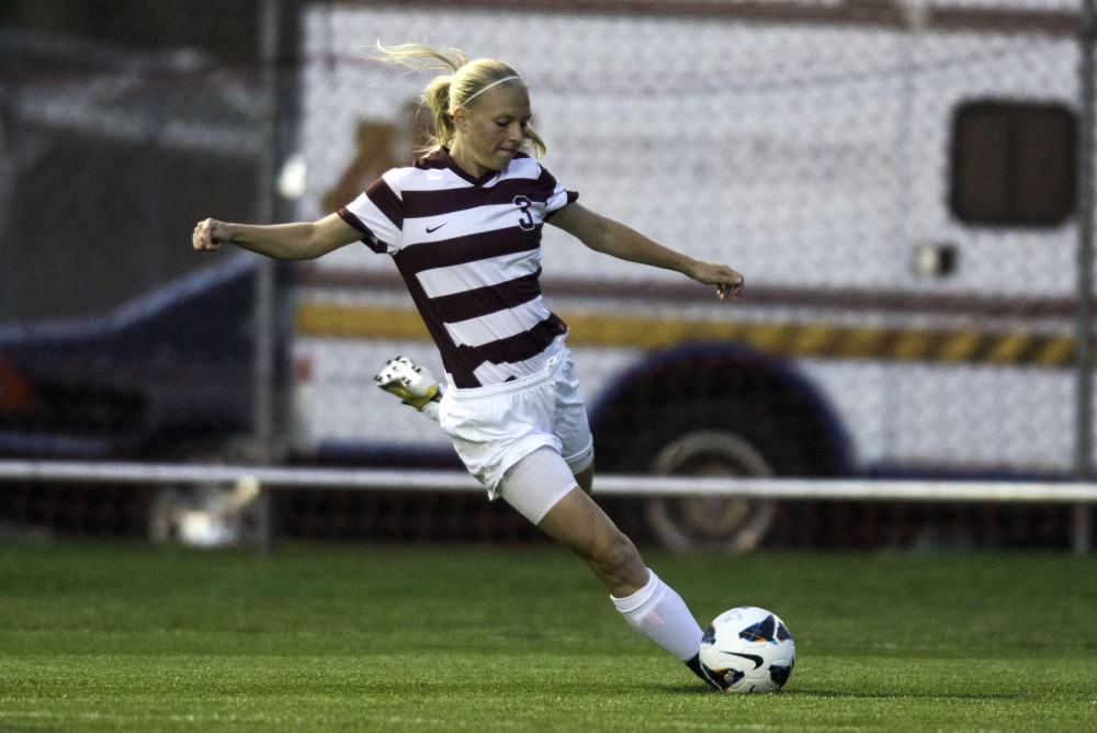 Minnesota forward Taylor Uhl attempts to score a goal against Wisconsin Thursday at Elizabeth Lyle Robbie Stadium.
