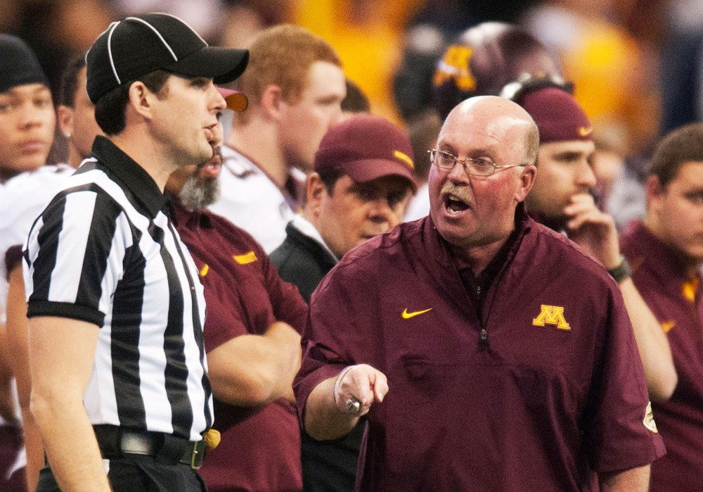 Minnesota head coach Jerry Kill complains to official about a call.