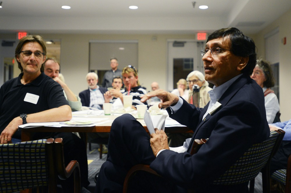 Ashraf (AJ) Siddiqui of the West Bank Commission Coalition asks a question at a land use training workshop at the Argyle House on Tuesday. The University District Alliance and Marcy-Holmes Neighborhood Association co-hosted an event to educate community members about building and city development.