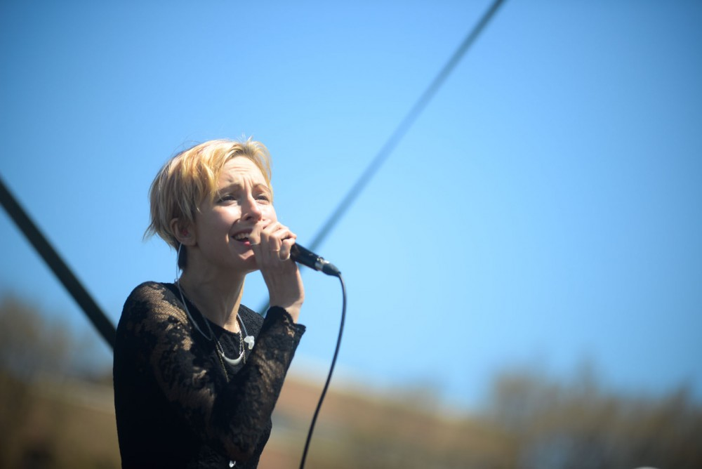 Poliça singer Channy Leaneagh performs on the front lawn at Coffman on Friday as part of spring jam.