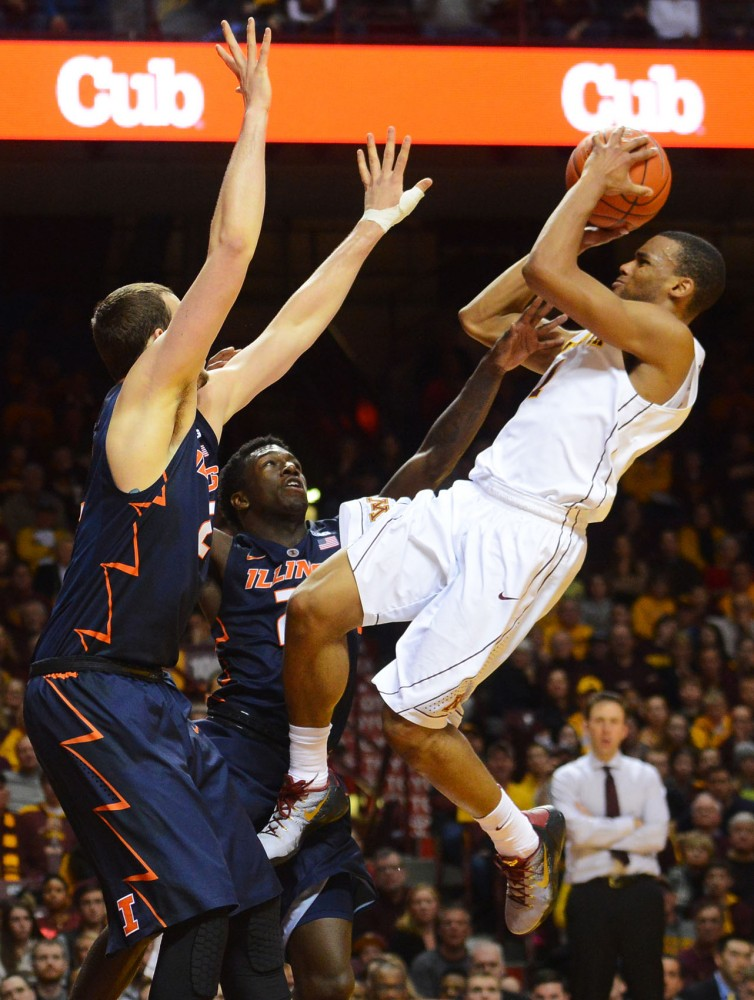 Minnesota guard Andre Hollins shoots the ball on Saturday against Illinois.