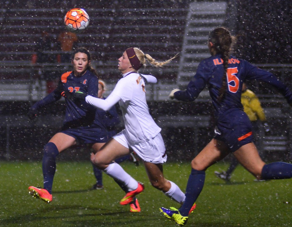 Gophers forward Sydney Squires chases down a pass during the first half on Wednesday evening at the Elizabeth Lyle Robbie Stadium, where Minnesota fell to Illinois 1-3.