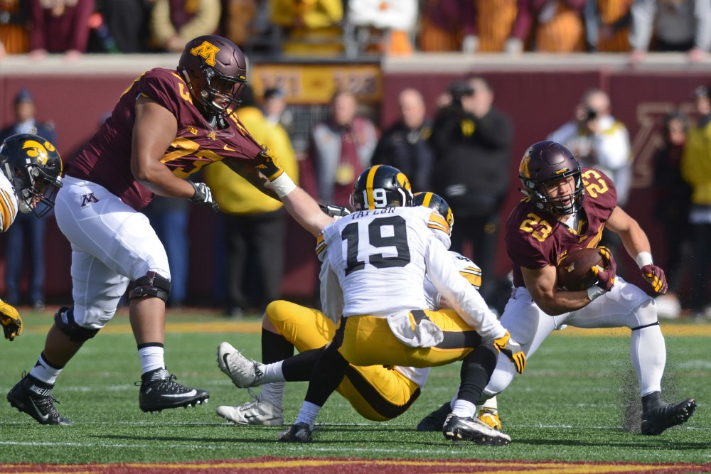 Gophers running back Shannon Brooks carries the ball at TCF Bank Stadium on Oct. 8, 2016.