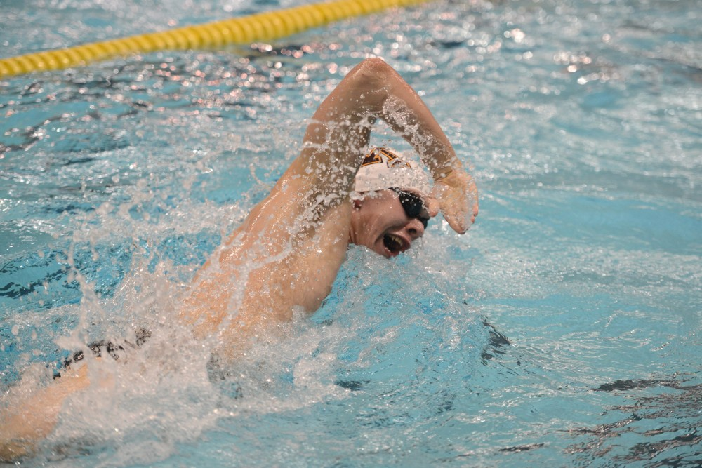 Sophomore Brian Poon swims in the men's 200 Freestyle at the Jean K. Freeman Aquatics Center on Nov. 4, 2016.