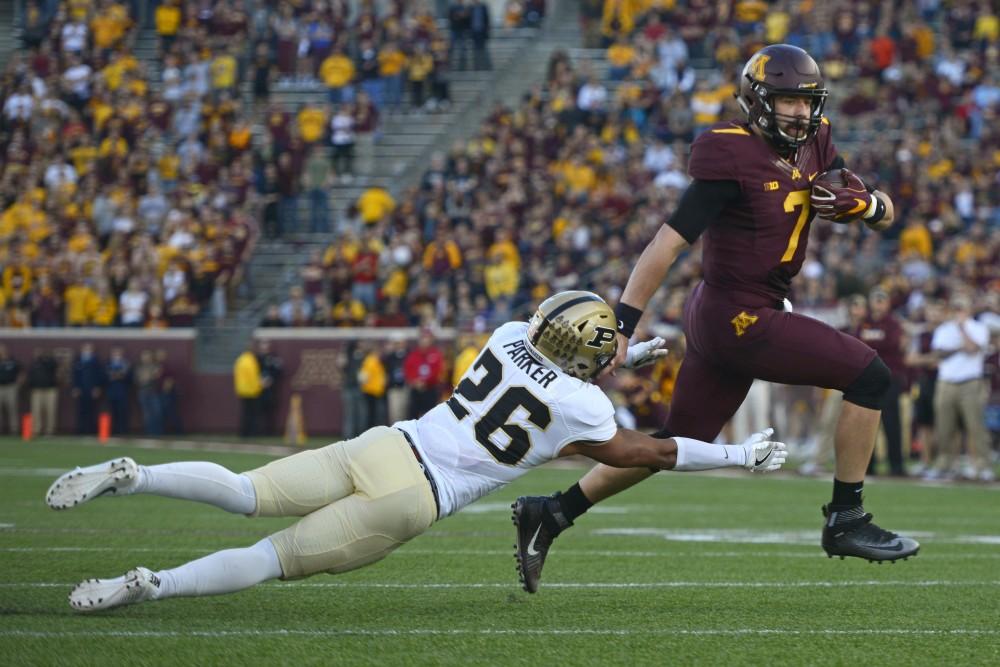 Gophers quarterback Mitch Leidner runs in a touchdown at TCF Bank Stadium on Nov. 5, 2016.