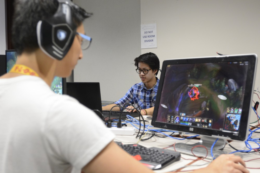 Genetics junior Edward Zhai, left, and Business Marketing Education junior Geoff Wang play League of Legends on Saturday, April 1, 2017 at Argyle House. Wang says it'd be easier to recruit better talent if the team had more recognition from the University.