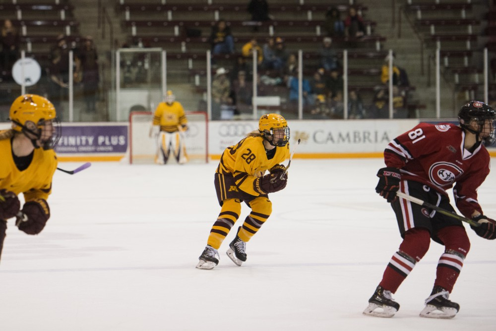 Sophomore forward Taylor Wente eyes the puck during the game against St. Cloud on Sunday, Nov. 18, 2018 at Ridder Arena.
