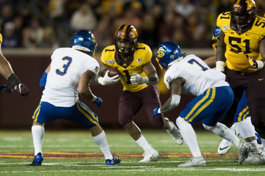 Running+back+Rodney+Smith+carries+the+ball+at+TCF+Bank+Stadium+on+Thursday%2C+Aug.+29.+Minnesota+defeated+South+Dakota+State+28-21.