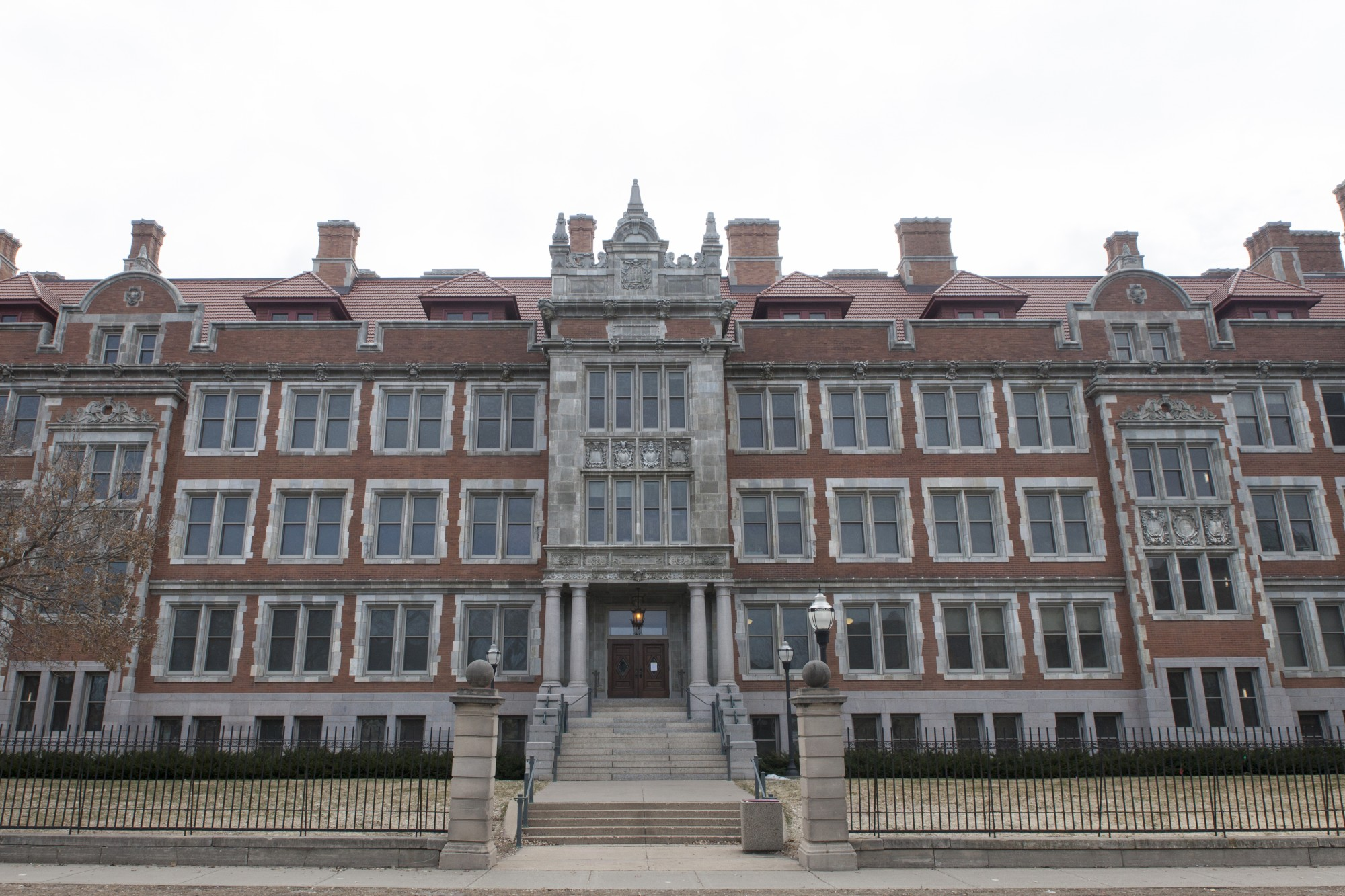 Folwell Hall on Saturday, March 21. 2020.