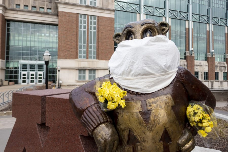 A+cloth+mask+and+bouquet+of+flowers+are+seen+on+the+Goldy+statue+outside+Coffman+Memorial+Union+on+Wednesday%2C+April+1.+%28Parker+Johnson+%2F+Minnesota+Daily%29