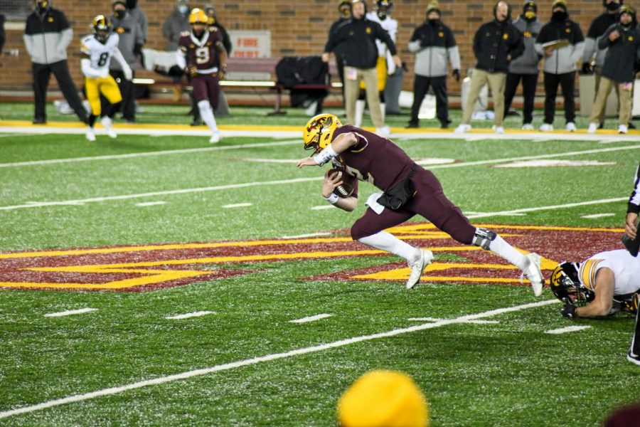 Gophers+quarterback+Tanner+Morgan+takes+a+dive+at+TCF+Bank+Stadium+on+Friday%2C+Nov.+13.+The+Gophers+fell+to+the+University+of+Iowa+Hawkeyes+35-7.