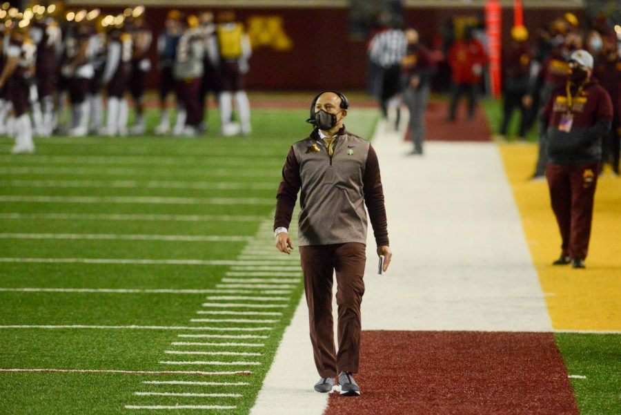Gophers+head+coach+PJ+Fleck+walks+the+sidelines+at+TCF+Bank+stadium+on+Saturday%2C+Oct.+24.