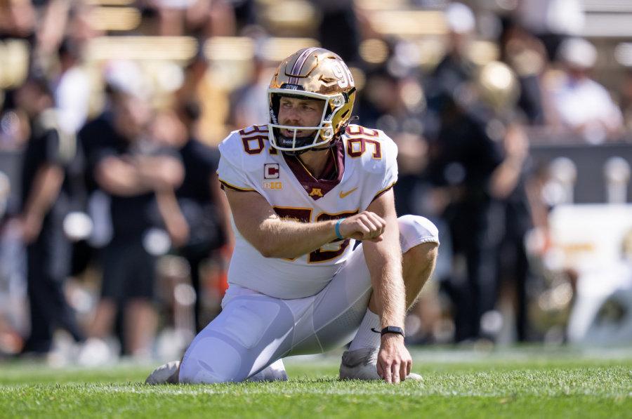 Sophomore+punter+Mark+Crawford+ready+to+hold+for+Matthew+Trickett%E2%80%99s+kick%2C+Sept.+18%2C+2021%2C+at+Folsom+Field+in+Boulder%2C+Colo.+Photo+courtesy+of+Gopher+Athletics.