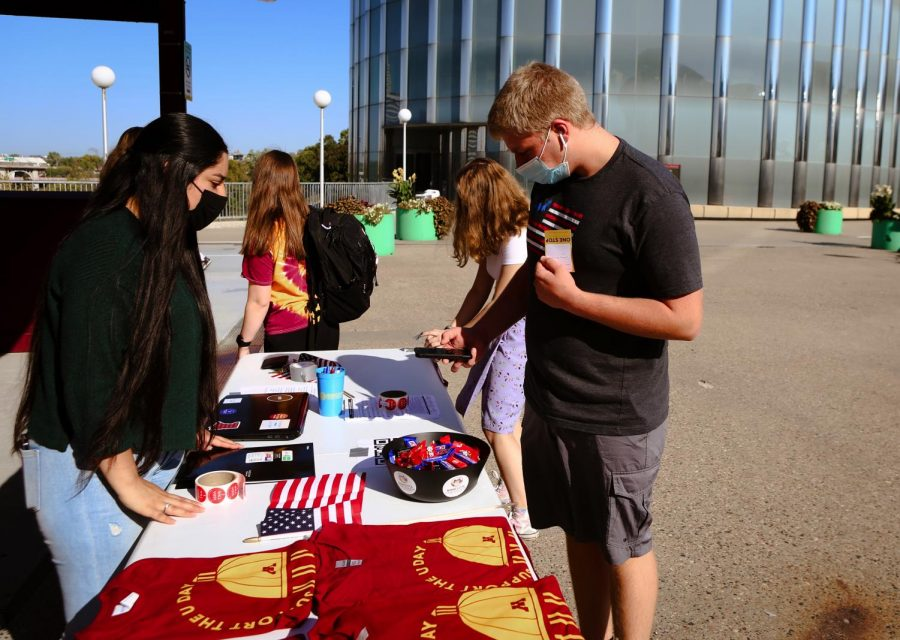 The Voterpalooza event was held on the East Bank campus on Tuesday, Sept. 28.  Students met local politicians and registered to vote.